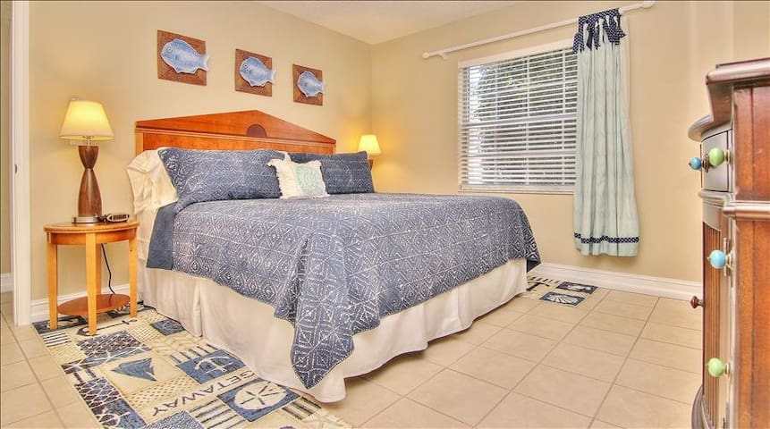 FOL4101: Charming Condo in Picturesque Complex Just Minutes from the Beach