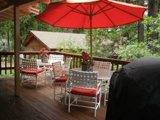 The Roost Outdoor Dining Area - Twain Harte