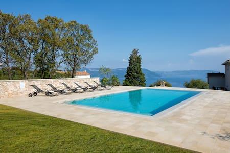 Stilvolle Villa mit 50 m² Privatpool und Meerblick - Ripenda Kosi - 別荘