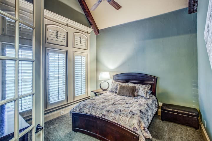 2nd Bedroom with queen bed (first floor of home)