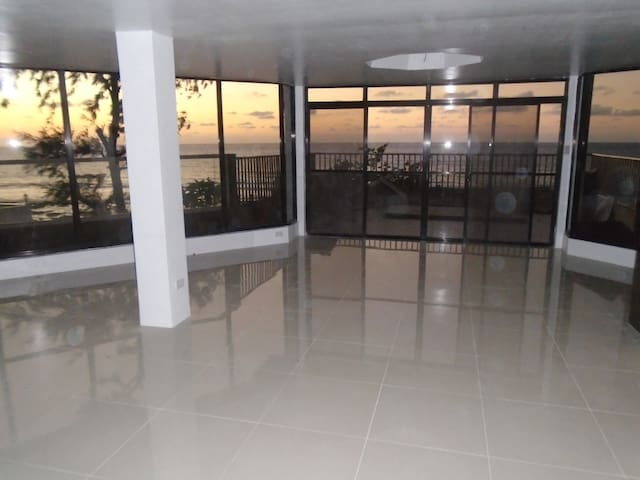 "A view like a dream became trough ""Glass-Palace"" - San Fernando - Byt"