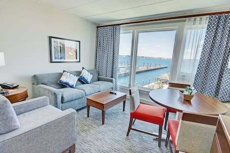 Thames Street - Newport Harbor 1 Bedroom