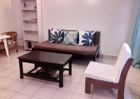 Tricia's 2 Bedroom B - with Free Unlimited WiFi