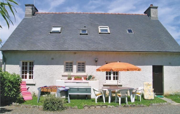 Holiday cottage with 4 bedrooms on 112 m² in Ploumilliau
