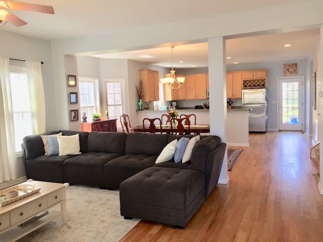 Large 6BR By Downtown & UVA-Great for Big Groups!!