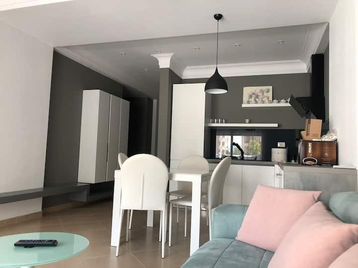 Aina's Modern Appartment