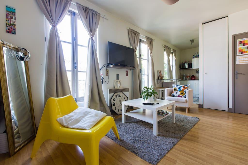 studio l 39 entr e des antiquaires appartements louer saint ouen le de france france. Black Bedroom Furniture Sets. Home Design Ideas