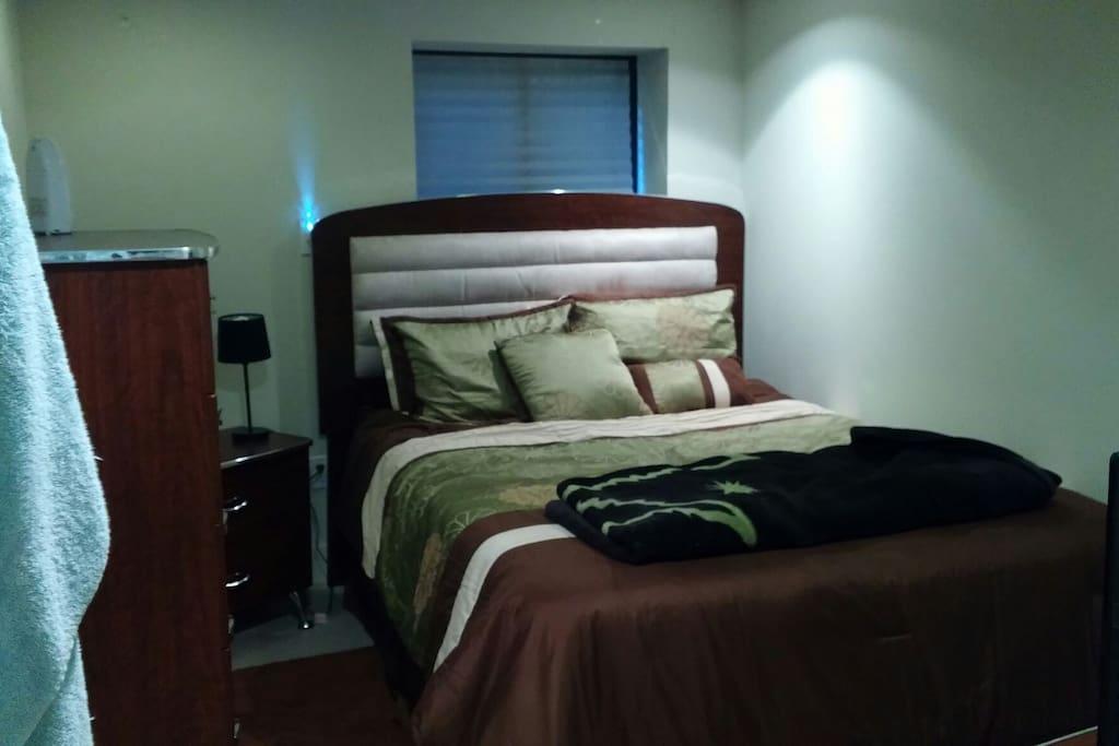 Queen sz bed with heat!