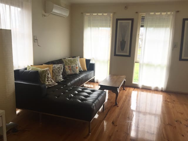 DAISY-3 Bedrooms +Netflix+BBQ - Thomastown - House