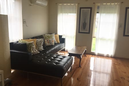 DAISY-3 Bedrooms +Netflix+BBQ - Thomastown