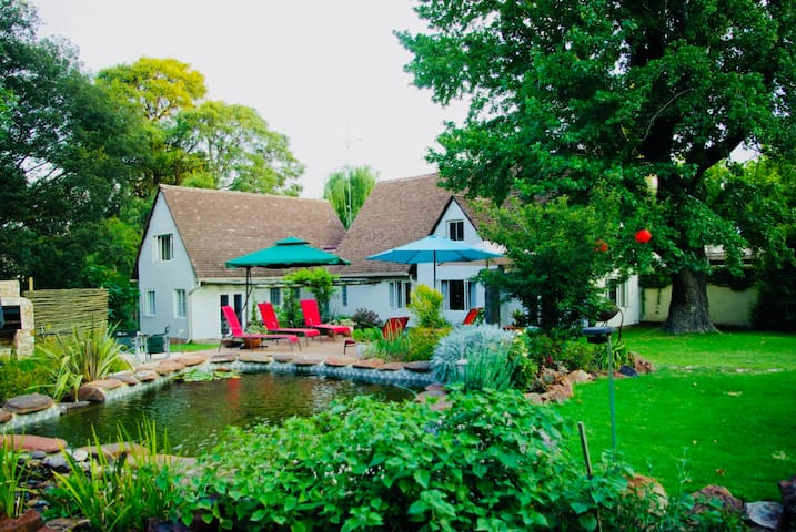 3onElizabeth - self catering (all 3 rooms)