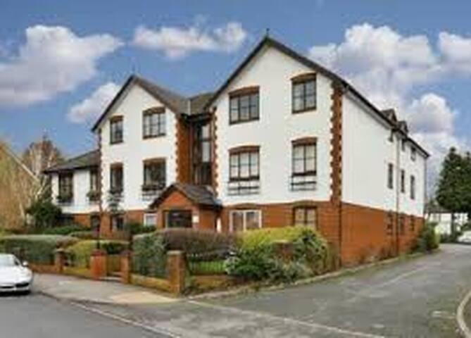 1 Bedroom Top Floor Apartment in Surbiton