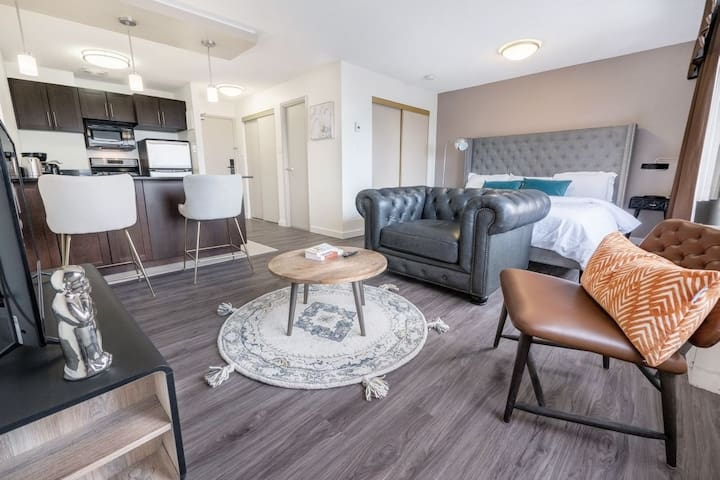 Luxury Studio|King Bed|Downtown Convention+MTS Ctr