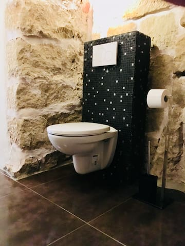 Toilette im Gewölbe