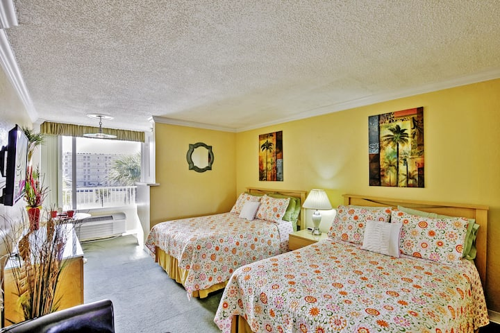 Daytona Beach Studio w/Private Lanai, 1 Mi to Pier