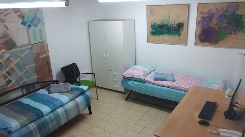 Bed in 5-Bed Mixed Dormitory Room04 - Gedera - Huis