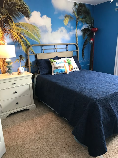 Cozy, Clean, Comfy Retreat Room in Plymouth, MI
