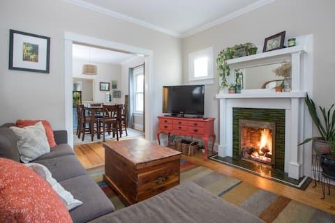 Spacious Home in Highlands / Sunnyside!