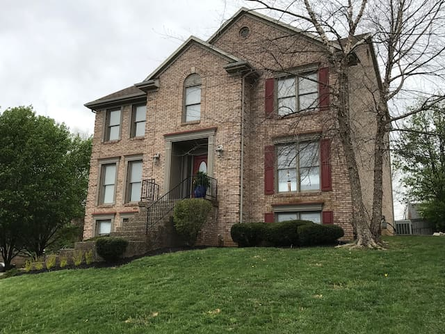 RENT MY HOUSE FOR DERBY! - Louisville - Casa