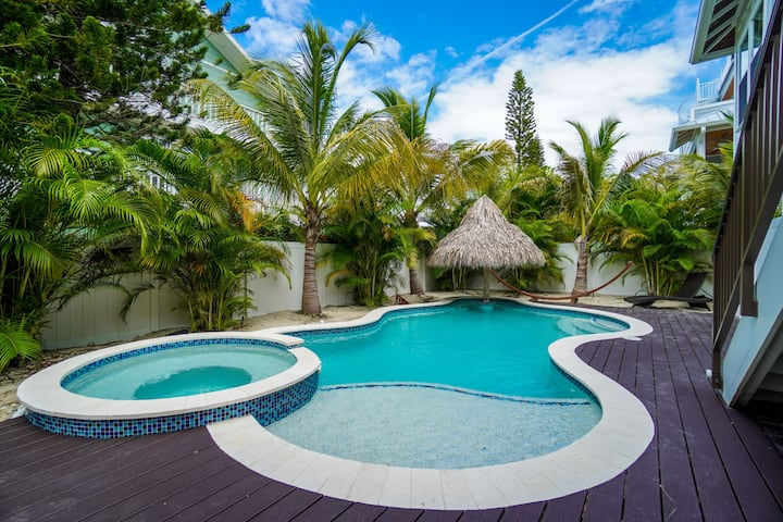Portside Paradise is a gorgeous, private home and only steps to the beach.