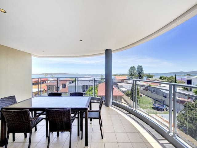 Alta Mira, Flagship Apartment,11/12 Soldiers Point Road