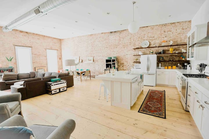 Main Street Loft, Walk to University &Restaurants