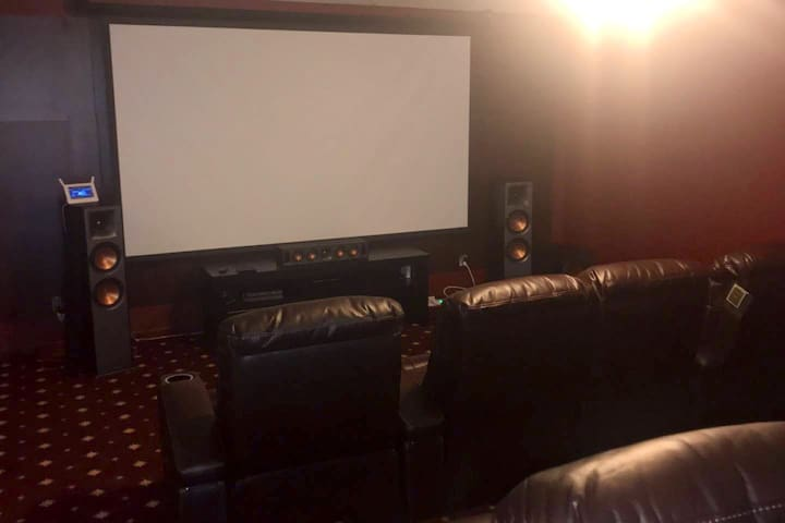 Beauty home w/ top of the line theater room