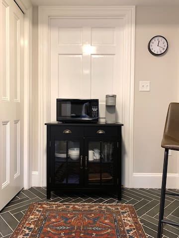 Microwave, Keurig coffee machine, dishes and wine glasses provided so you can enjoy breakfast or snack at home. Mini-fridge located in the bedroom area. Whole Foods, coffee shops and CVS located just down the hill.