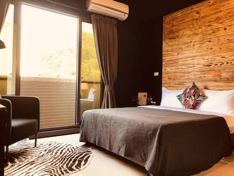 Long Term. Monthly Long Stay 406 Black House (Double) (Free Parking)