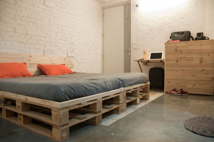 Jugaad Hostel Private Room In South Delhi Hostels For Rent In