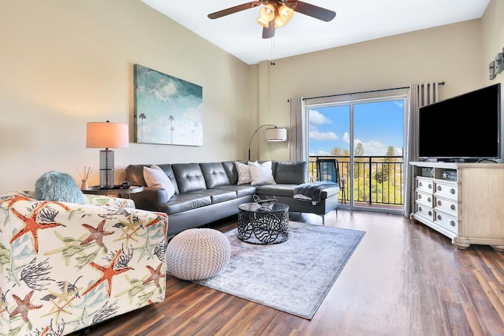 Dog Friendly bay front condo, shared pool and hot tub right next to the beach!