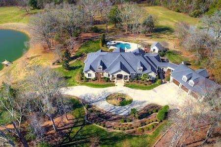 Gentleman Farmer's 33 Acre Estate