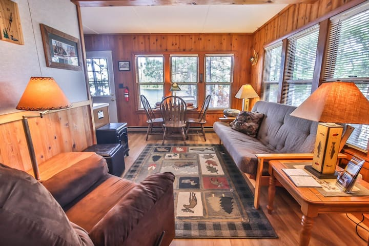 NEW LISTING! Charming cabin w/ full kitchen, deck, firepit & lake access!