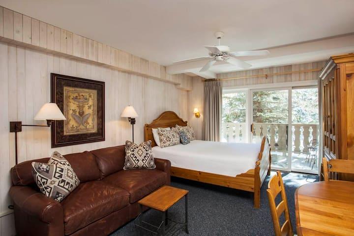 Bridge Street Lodge 302 - Ski In Ski Out! - Vail - Condominium