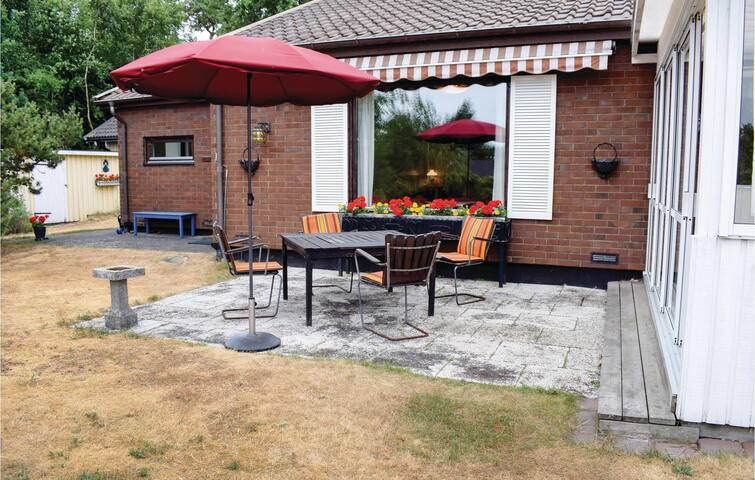 Holiday cottage with 3 bedrooms on 66m² in Vejbystrand