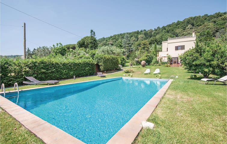 Holiday cottage with 3 bedrooms on 300m² in Bracciano