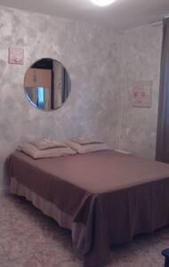 Chambre privée dans villa provençale - Arles - House