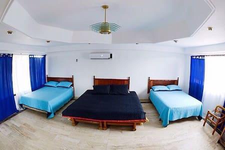 Habitación Familiar con Balcón - Cartagena de Indias - Bed & Breakfast