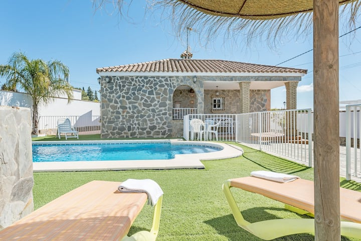 With pool and in a quiet location - Casa Mirajanda