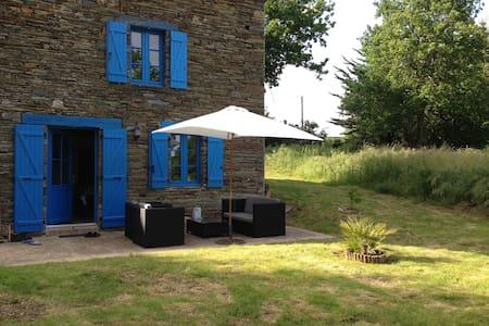 Maison typique bretonne en pierre - La Chapelle-Gaceline - Casa