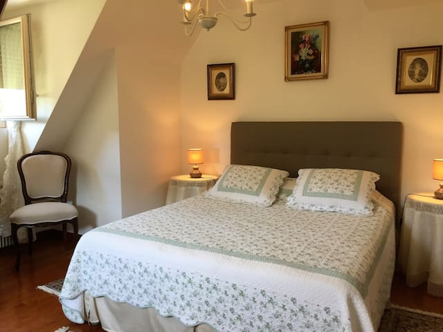 la seconde chambre double / the second double bedroom