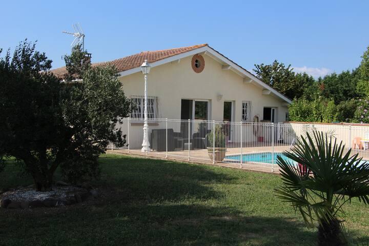 Charmante maison 45m² avec piscine et jardin