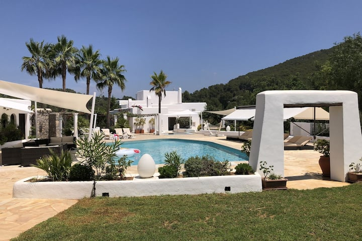 Lush Farmhouse in Sant Miguel de Balansat with Jacuzzi and Private Pool
