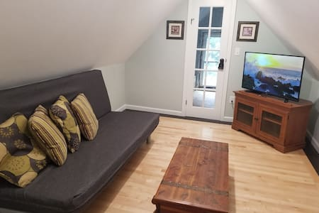 Newly Renovated Apartment Near Downtown Hudson