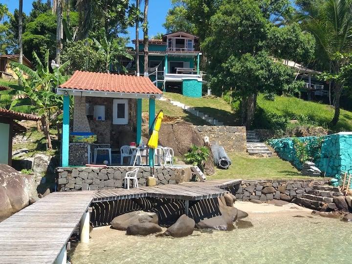 Casa Na Ilha com praia exclusiva.