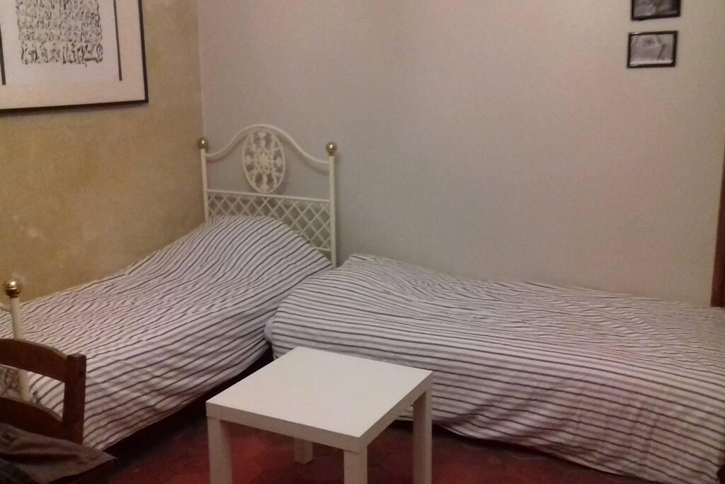 Séjour avec les 2 lits simples en L