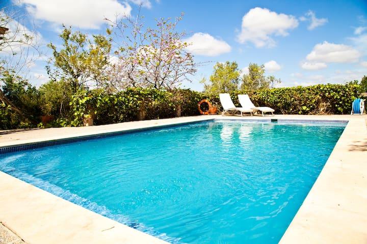 Villa Rural con Piscina, jardín, barcaboa - Algaida - House