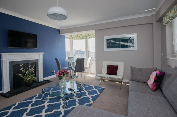 Stylish one bedroom apartment with sea view.