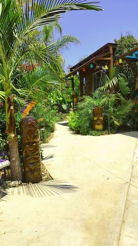 TiKi Hut Near HoLLyWooD & Dodgers - Los Ángeles - Cabaña