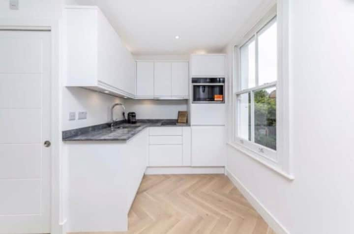 Prime Location Newly Renovated 1 bed modern flat